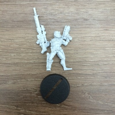 Vindicare Assassin with Exitus Pistol (Old and Rare)